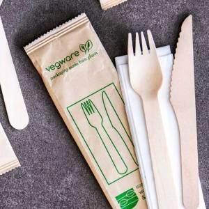 pack embolsado de tenedor y cuchillo de madera más servilleta
